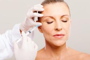 Krähenfüsse / Behandlung mit Botox